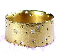 18ct yellow gold and diamond ring