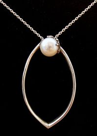 'Capture' pearl pendant