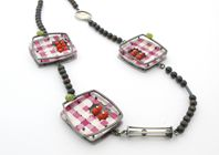 Gingham squares necklace Z333