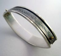 Silver almond napkin ring with etched and 18ct gold detail