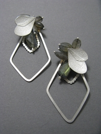 Snow petal & Diamond Loop Earrings